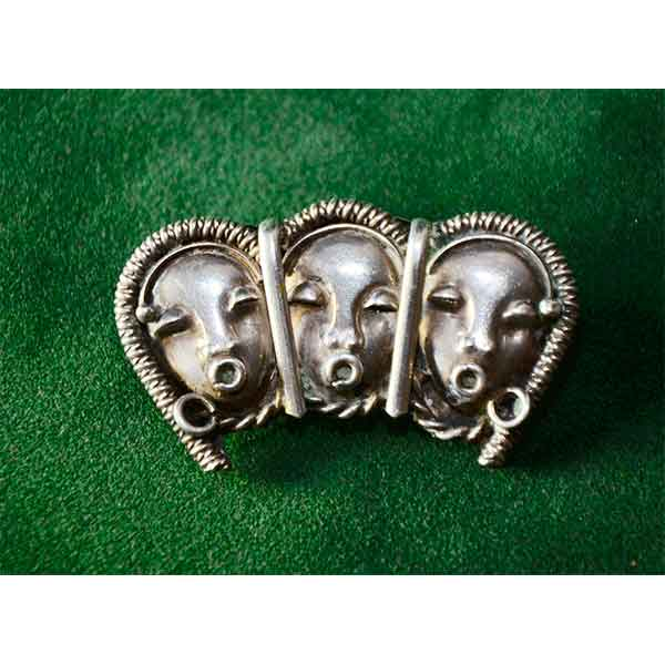 Solid-silver-Art-Deco-brooch-with-African-masks-1930s-01
