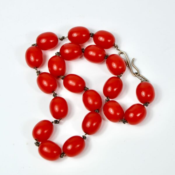 red-bakelite-bead-on-silver-chain divine style 1