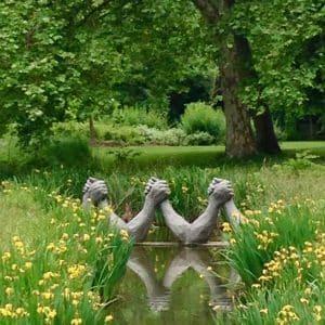 maison caillebotte gardens