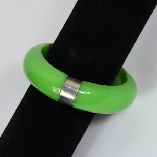 Apple green bakelite and silver bangle divine style french antiques 1